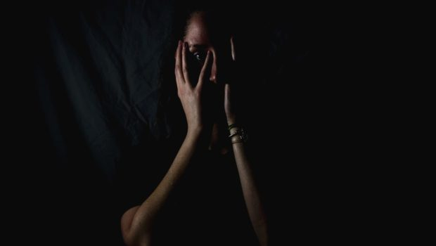 Le pays des Lumières aurait-il peur dans le noir ?